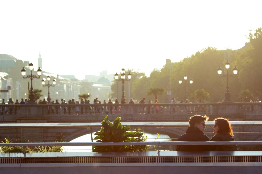 city-sunny-couple-love