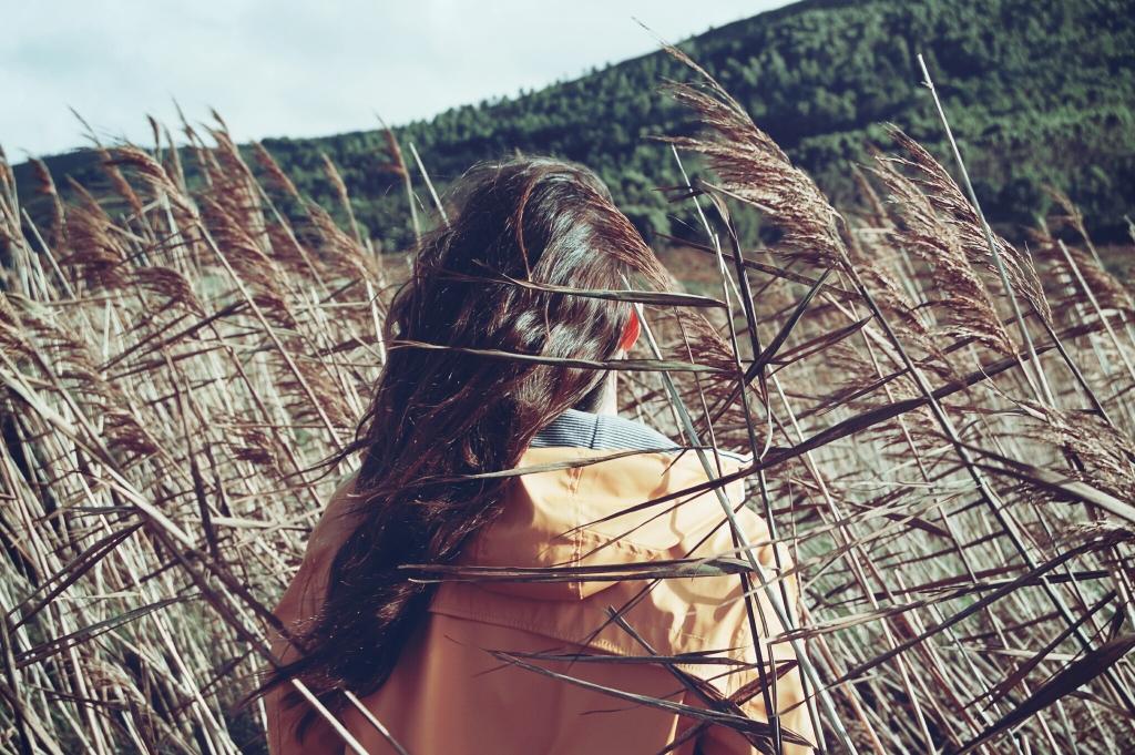 2015-06-Life-of-Pix-free-stock-photos-foat-woman-back-santalla